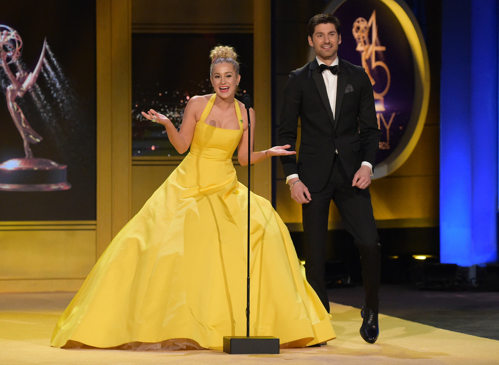 . Kellie Pickler, left, and Ben Aaron present the award for outstanding supporting actor in a drama series at the 45th annual Daytime Emmy Awards at the Pasadena Civic Center on Sunday, April 29, 2018, in Pasadena, Calif. (Photo by Richard Shotwell/Invision/AP)