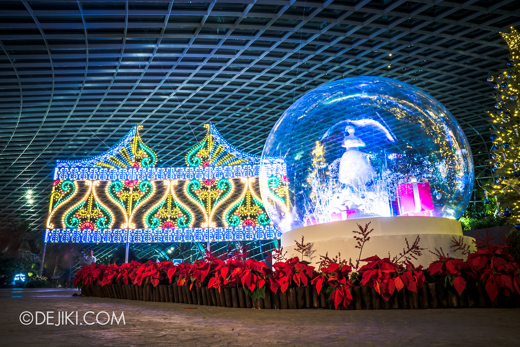 Gardens by the Bay - Merry Medley entrance snowglobe