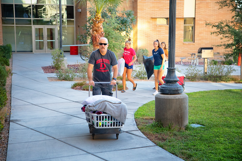 freshman move in day 2019-8872-Edit.jpg