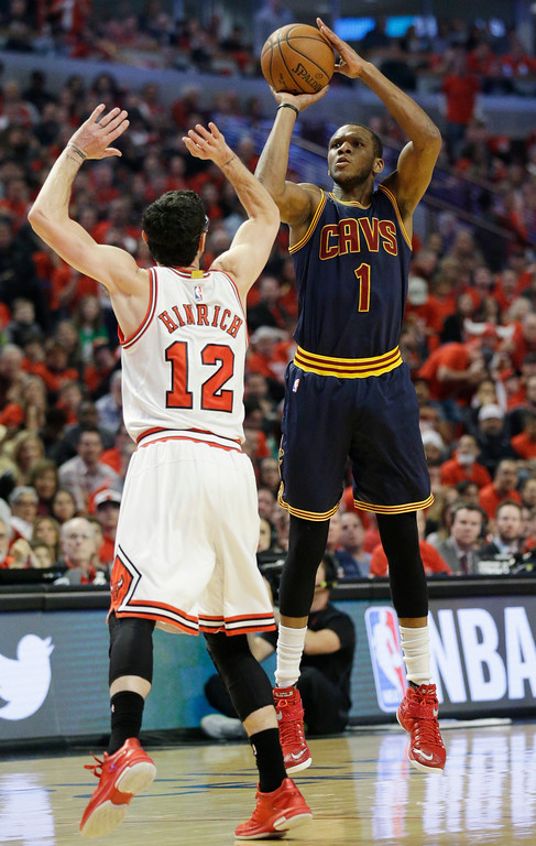 . Cleveland Cavaliers guard James Jones, right, shoots over Chicago Bulls guard Kirk Hinrich during the first half of Game 4 in a second-round NBA basketball playoff series in Chicago on Sunday, May 10, 2015. (AP Photo/Nam Y. Huh)