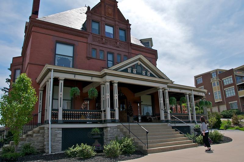 Wiedemann Hill Mansion - Front entrance