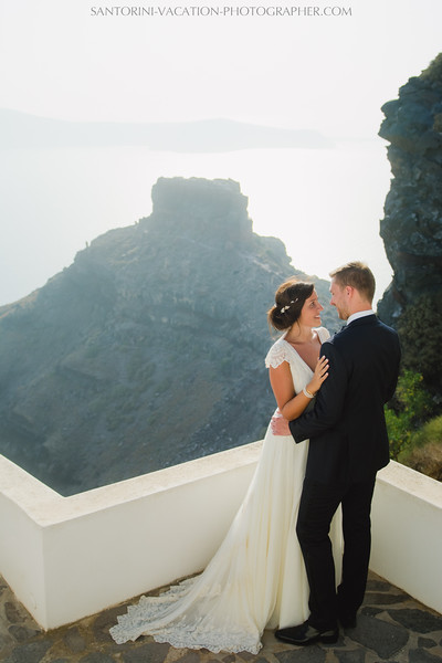 photo-session-santorini-caldera-honeymoon-wedding-dress.jpg