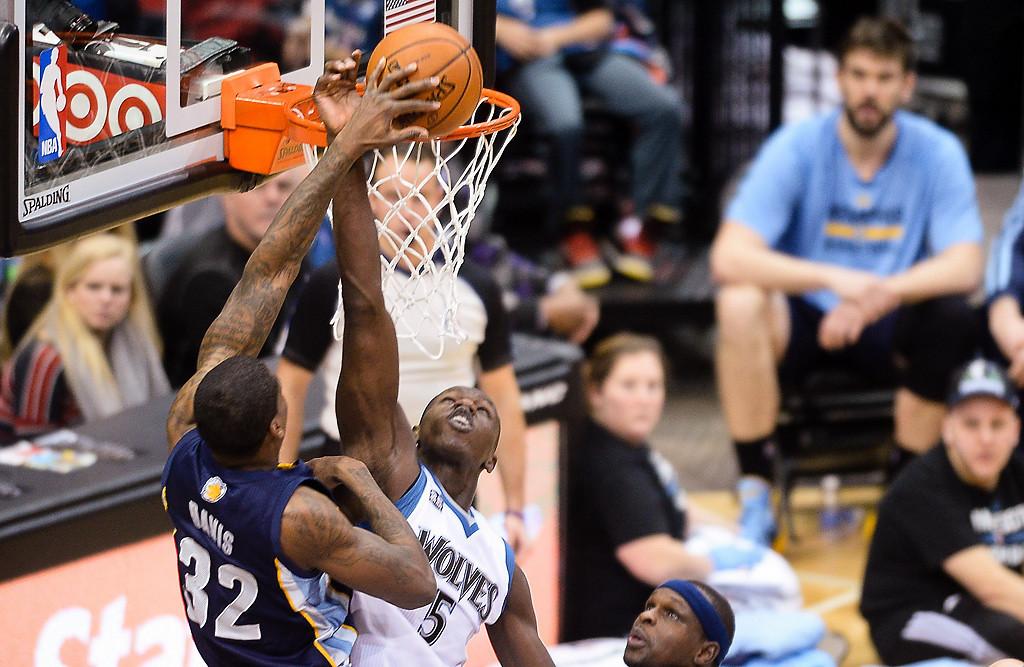 . Minnesota Timberwolves center Gorgui Dieng blocks Memphis Grizzlies power forward Ed Davis in the second quarter. (Pioneer Press: Ben Garvin)