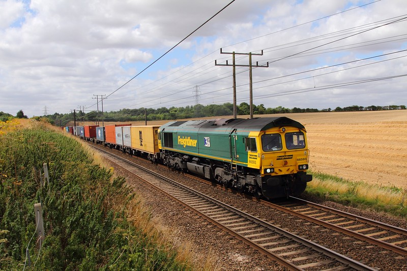 66593 on the 4L41 Basford Hall to Felixstowe at Belstead bank on the 4th August 2015.JPG