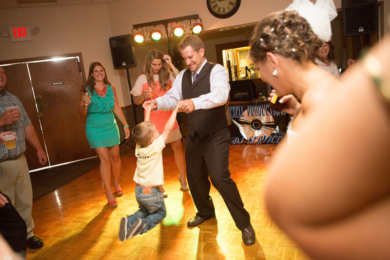 Wedding reception at Kewanee Dunes Country Club near Kewanee, IL. Wedding photographer – Ryan Davis Photography – Rockford, Illinois.