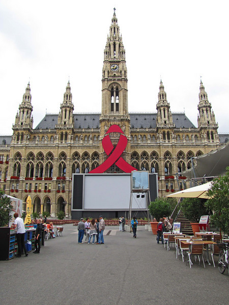35-Rathaus, screen, seating, booths