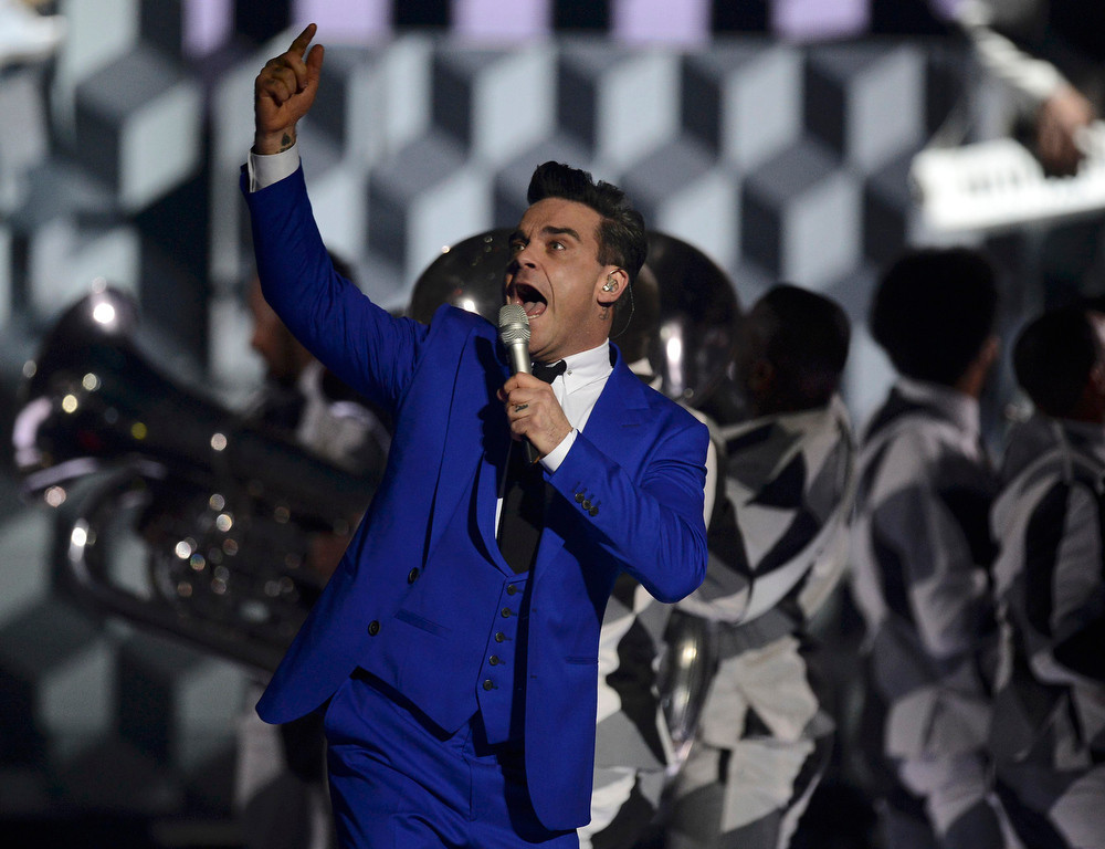 . British singer Robbie Williams performs during the BRIT Awards, celebrating British pop music, at the O2 Arena in London February 20, 2013.   REUTERS/Dylan Martinez