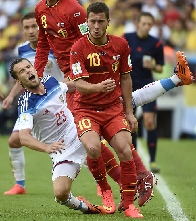 . Russia\'s defender Dmitri Kombarov (L) and Belgium\'s midfielder Eden Hazard vie for the ball during a Group H football match between Belgium and Russia at the Maracana Stadium in Rio de Janeiro during the 2014 FIFA World Cup on June 22, 2014.  AFP PHOTO / MARTIN BUREAU