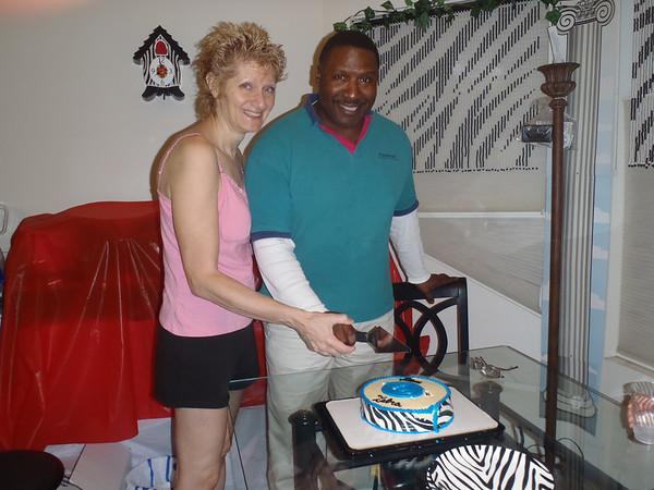 20120818 Wedding cake with nieghbors
