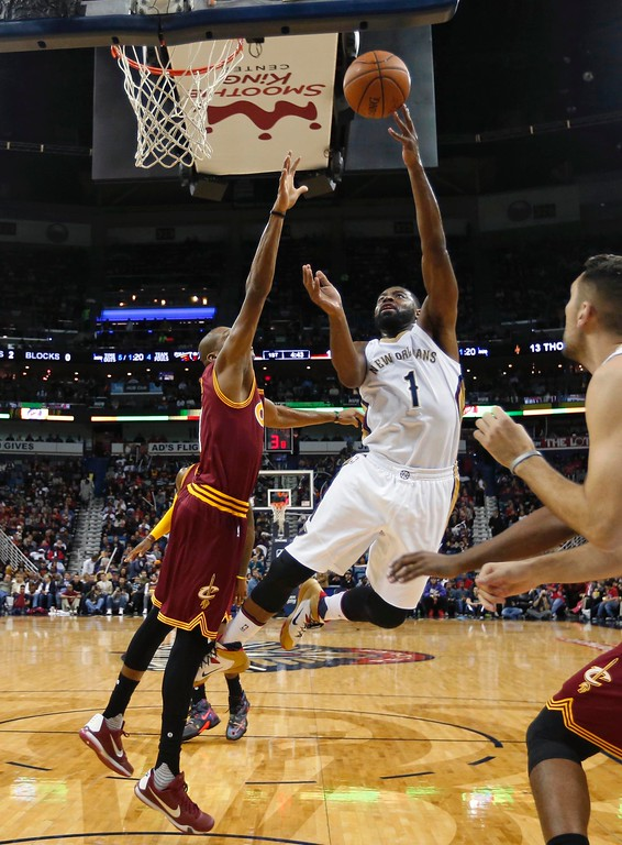 . Cleveland Cavaliers guard James Jones, left, goes to the basket against New Orleans Pelicans\' Tyreke Evans, center, in the first half of an NBA basketball game in New Orleans, Friday, Dec. 4, 2015. (AP Photo/Gerald Herbert)