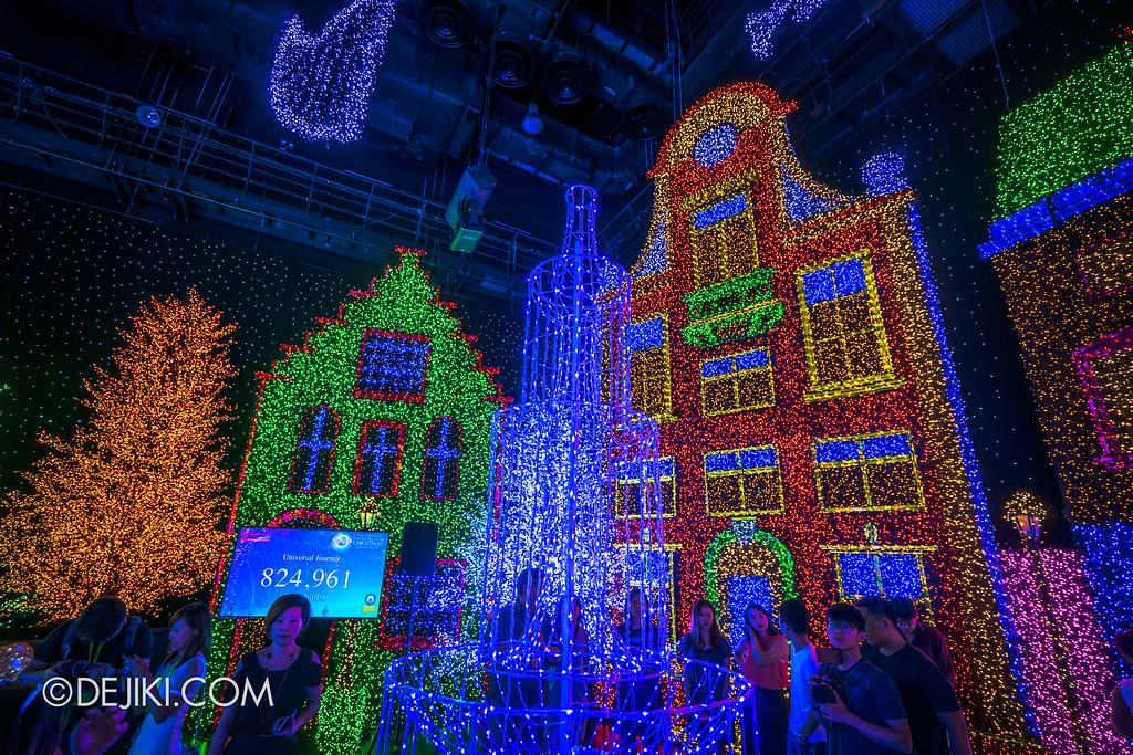 Universal Studios Singapore - Santa's All-Star Christmas 2016 / The Universal Journey - Herald's Square 1
