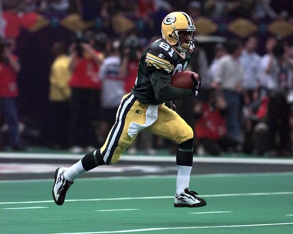 . Green Bay Packers\' Desmond Howard runs 99 yards on a kickoff return for a touchdown against the New England Patriots during the third quarter of Super Bowl XXXI Sunday, Jan. 26, 1997, in New Orleans. (AP Photo/Doug Mills)