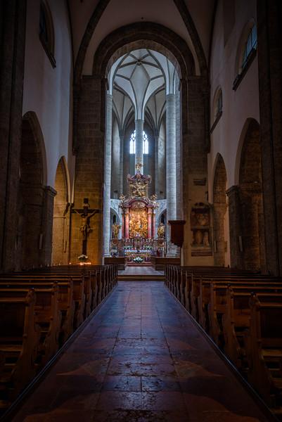 Franziskanerkirche-Nave.jpg