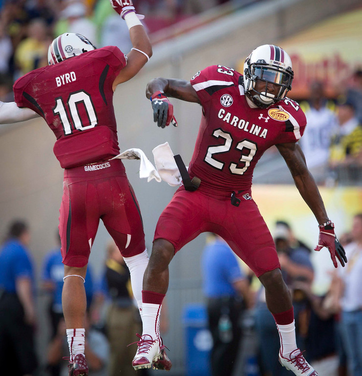 . University of South Carolina\'s Bruce Ellington (R) celebrates his touchdown against the University of Michigan with teammate Damiere Byrd during the fourth quarter of their NCAA Outback Bowl game in Tampa, Florida January 1, 2013. REUTERS/Scott Audette