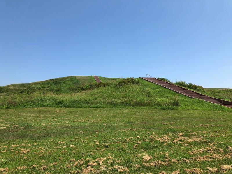 Cahokia - Monks Mound.jpg