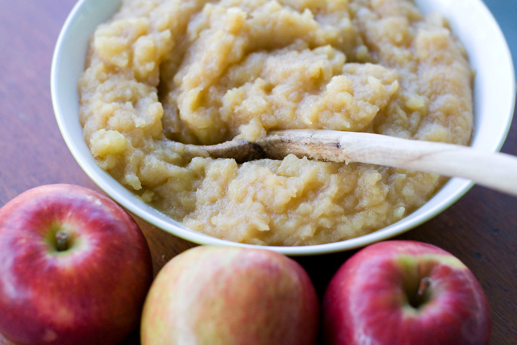 ". Spiked side dish applesauce. <a href=""http://archive.sltrib.com/story.php?ref=/sltrib/lifestyle/54921396-80/apples-applesauce-add-apple.html.csp\"">Get the recipe</a>. (AP Photo/Matthew Mead)"