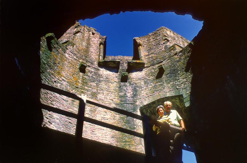 700527 Carolans Senior Castle near Aberedw Wales 8-25.jpg