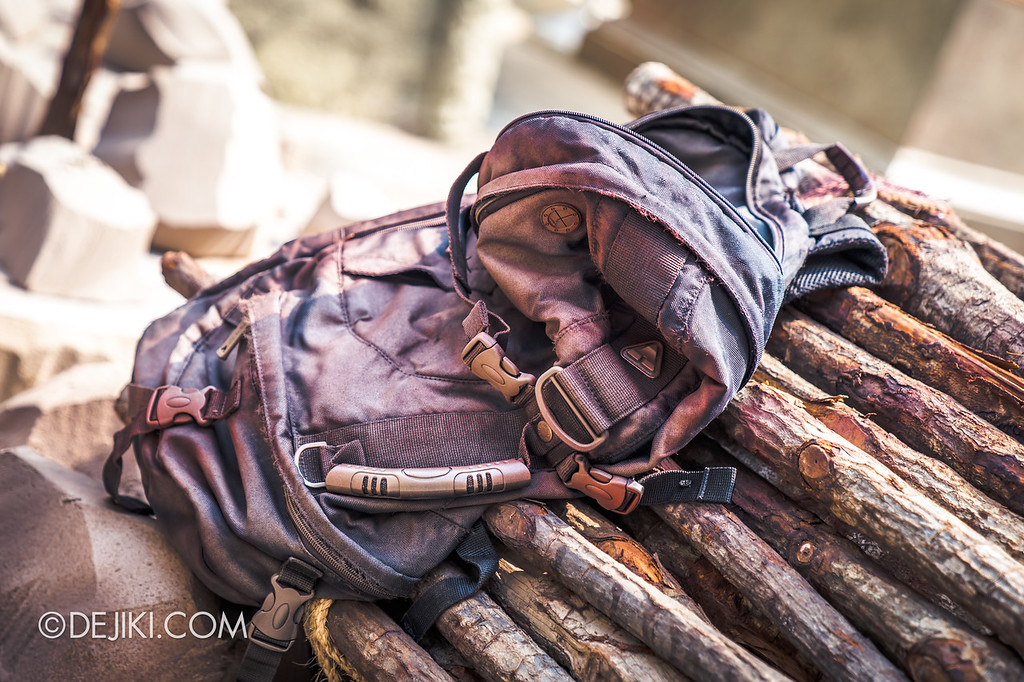 Universal Studios Singapore Halloween Horror Nights 8 / Cannibal scare zone suspicious backpack