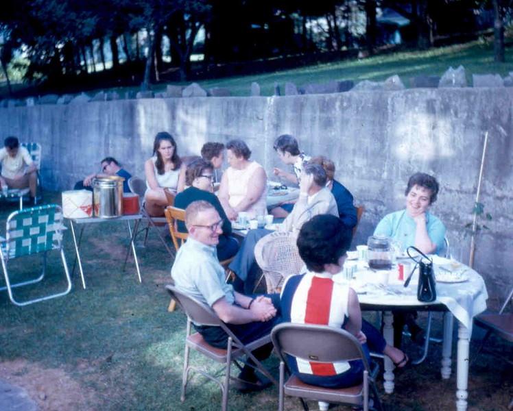 1970_06 fAMILY REUNION vOELKER 02.jpg