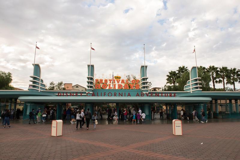 2016-11-19 Disneyland 001.jpg