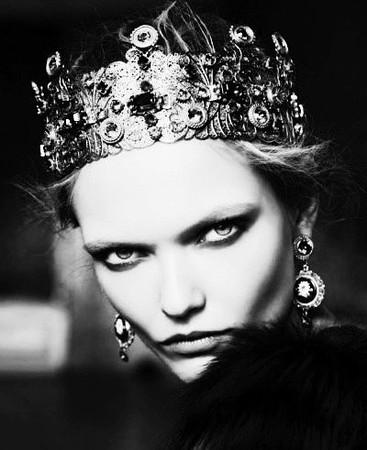fa809e7423977b8b3bd2af470f0d7a57--invisible-crown-the-queen.jpg