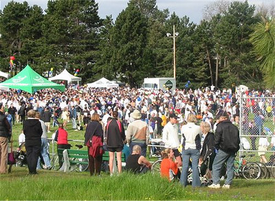 2003 Times-Colonist 10K - Great weather kept the crowds in the park