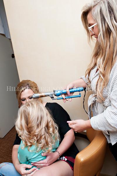 Hillary_Ferguson_Photography_Melinda+Derek_Getting_Ready024.jpg