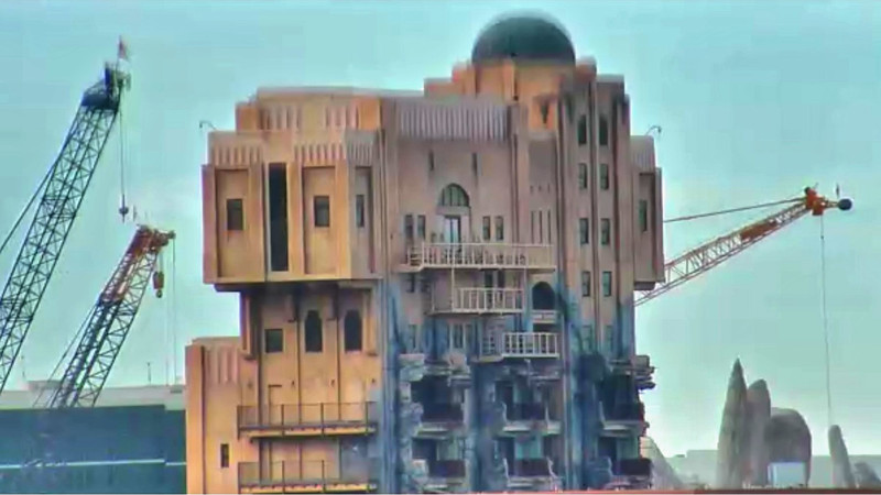 "Sign of progress: ""Hollywood Tower Hotel"" unceremoniously removed from Tower of Terror attraction"