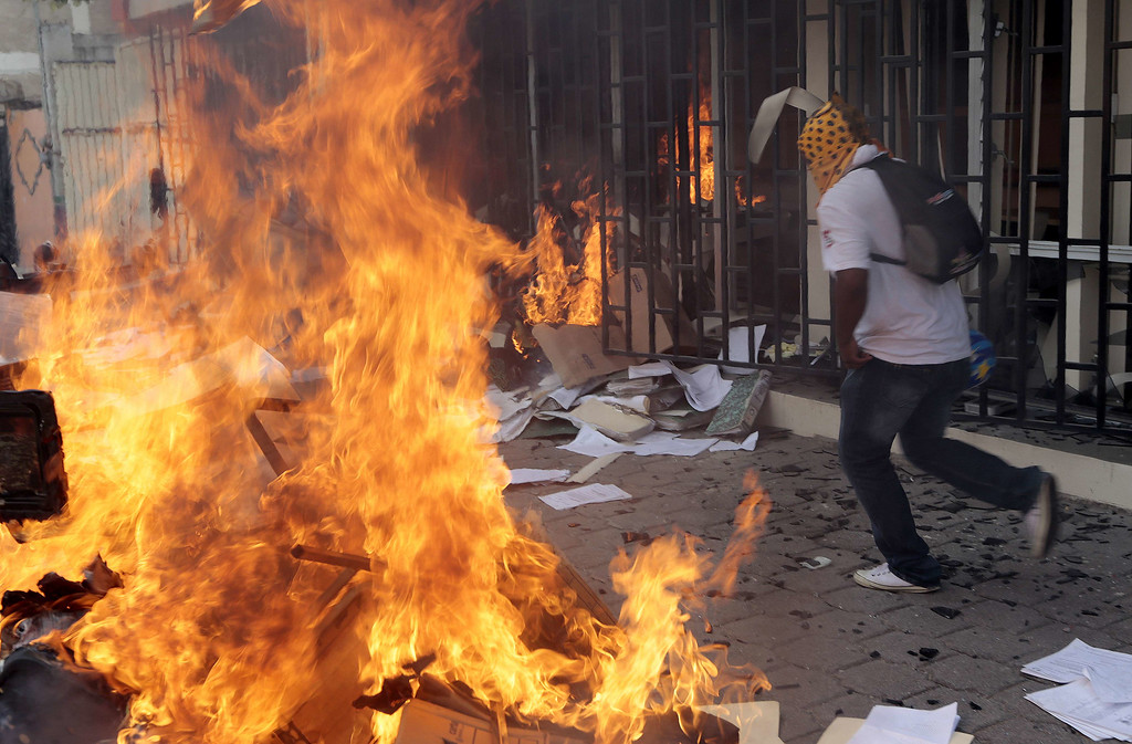 . Protesters set on fire the Education Secretararyship\'s Finance Office in Chilpancingo, Guerrero State, Mexico on November 12, 2014.Pedro PARDO/AFP/Getty Images