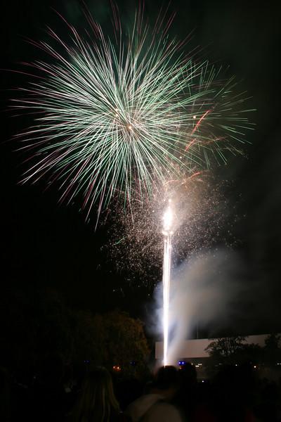 2007_1102putneyfireworks199_edited-1.JPG