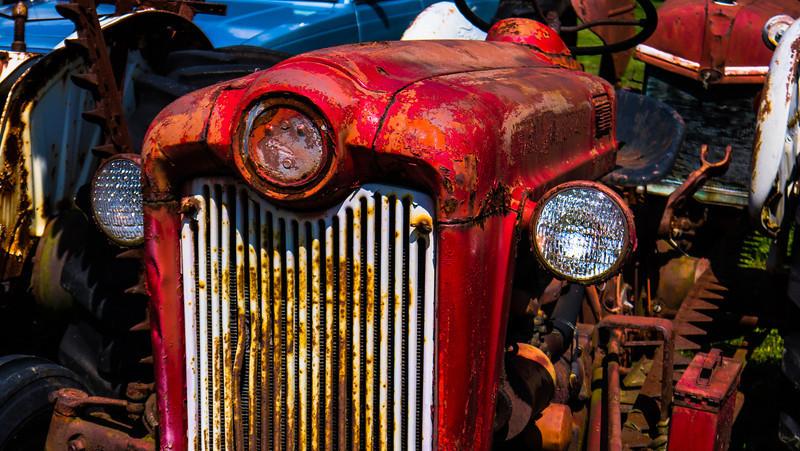 rusty_tractor1.jpg