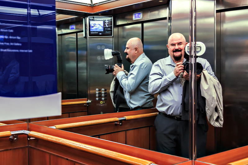 _MG_6881.Paul-Selfie-in-the-elevator-01.jpg
