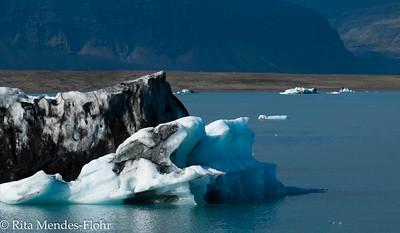 a walk along the iceberg lagoon - Jokulasarlon