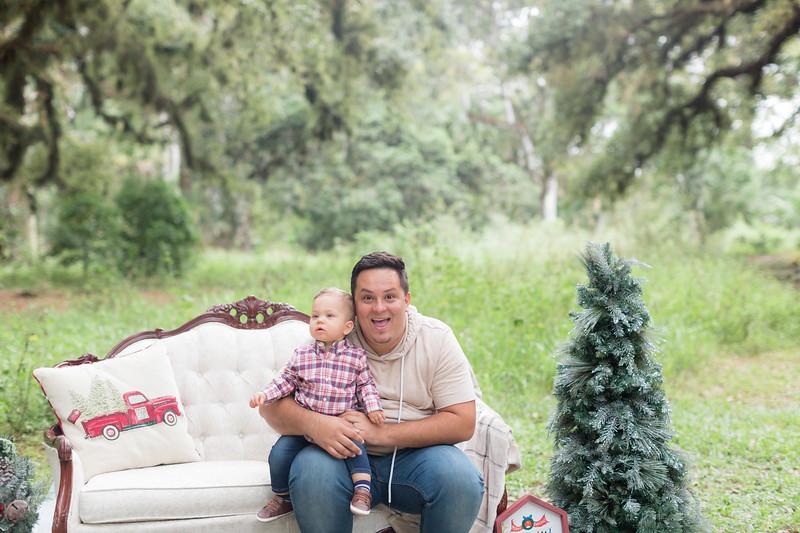 Holiday Minis- Acosta Family-11.jpg
