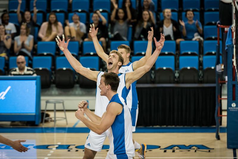 UCLA vs. Hawaii (2015)