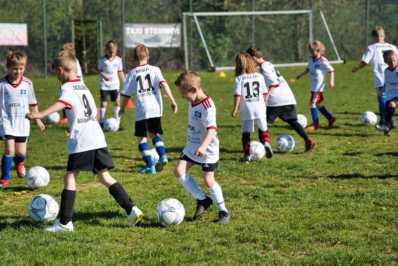 hsv-fussballschule---wochendendcamp-hannm-am-22-und-23042019-c-16_46814449935_o.jpg