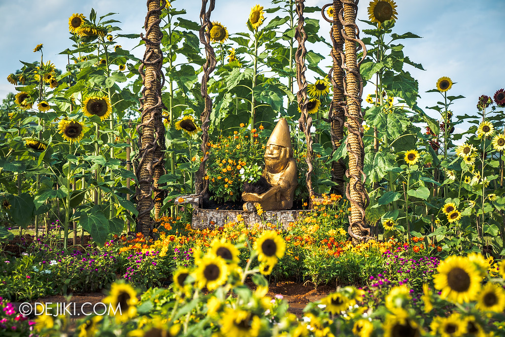 Singapore Garden Festival 2018 - Flower Field / Sunflower swing closeup