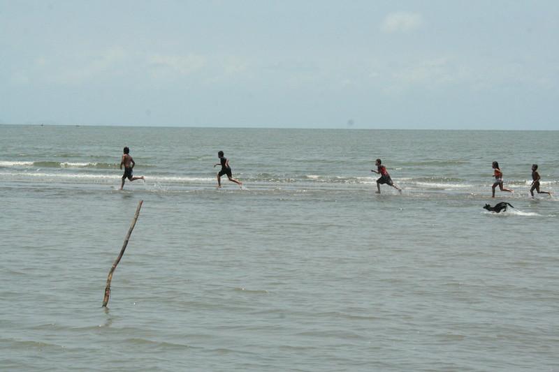 Salt water racing, a favorite Garífuna pastime