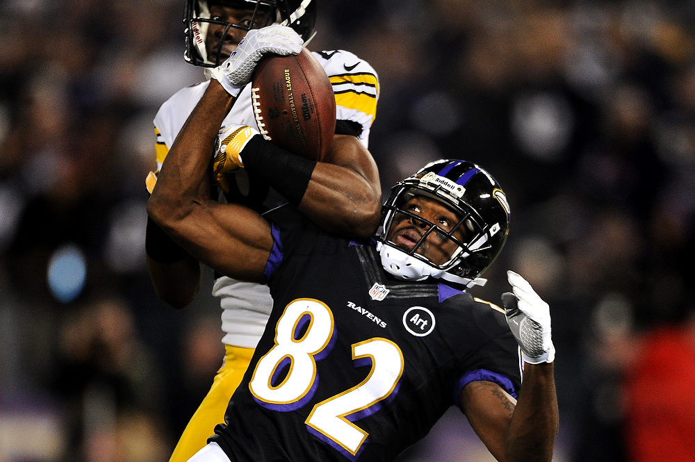 . Cornerback Cortez Allen #28 of the Pittsburgh Steelers and wide receiver Torrey Smith #82 of the Baltimore Ravens battle for a pass that was incomplete in the second quarter at M&T Bank Stadium on December 2, 2012 in Baltimore, Maryland. (Photo by Patrick Smith/Getty Images)