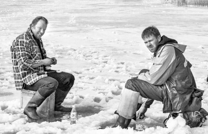 Vytaras Radzevičius ant ledo kartu su Linu Kunigėliu... 1999.3.7.