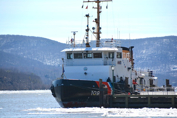 Keeping  the Hudson River open for tugboats and other vessels