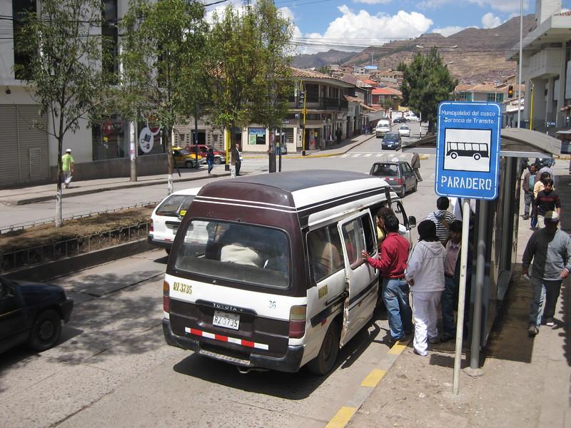 2880 - Paradero y combis.jpg