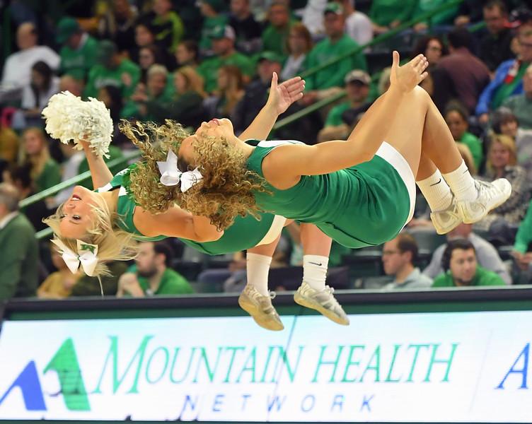 cheerleaders0414.jpg
