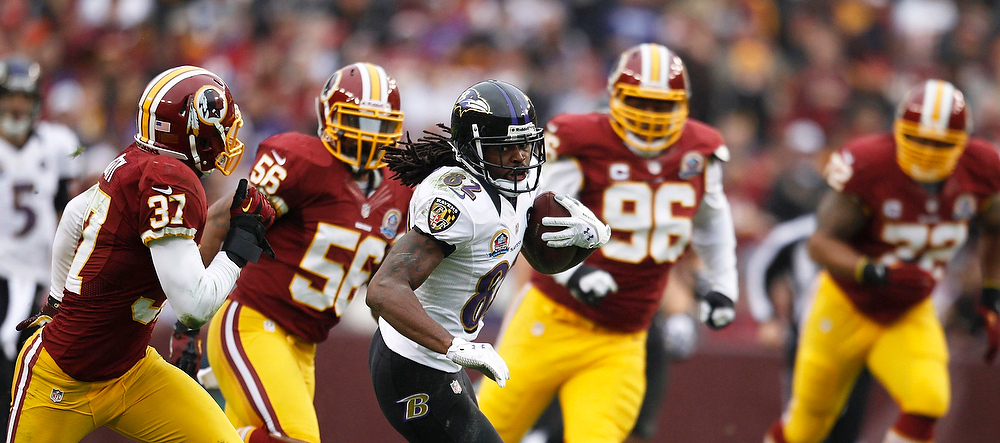 Description of . Baltimore Ravens receiver Torrey Smith (C) is chased by the Washington Redskins defense in the first half of their NFL football game in Landover, Maryland December 9, 2012.     REUTERS/Gary Cameron   (UNITED STATES - Tags: SPORT FOOTBALL)
