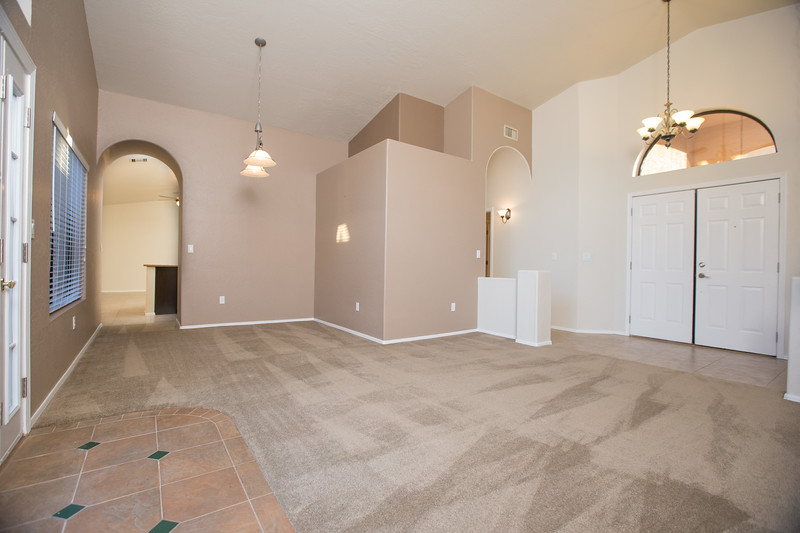Entry livingroom 2.jpg