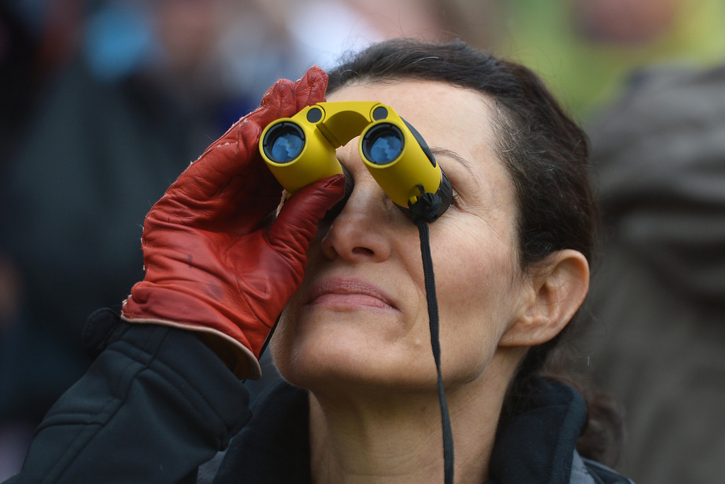 . A faithful looks to the chimney with binoculars on St Peter\'s square waiting for the smoke announcing the result of the second vote of the conclave on March 13, 2013 at the Vatican.    AFP PHOTO / ALBERTO  PIZZOLI/AFP/Getty Images