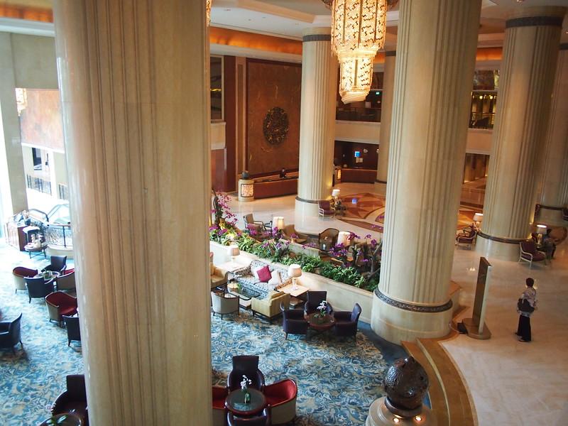 P8318323-lobby.JPG