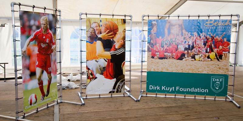 NK Veldloop voor Gemeenteambtenaren 2008. De stand van de Dirk Kuijt Foundation.