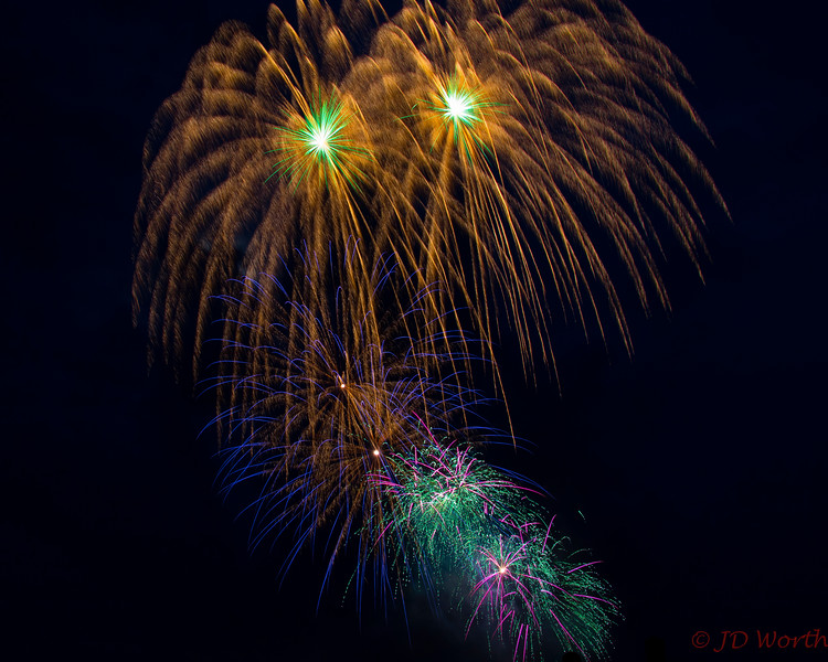 070417 Luray VA Downtown Fireworks - Golden Showers Duo with Green Starbursts and Multi Color Lowers-0869.jpg