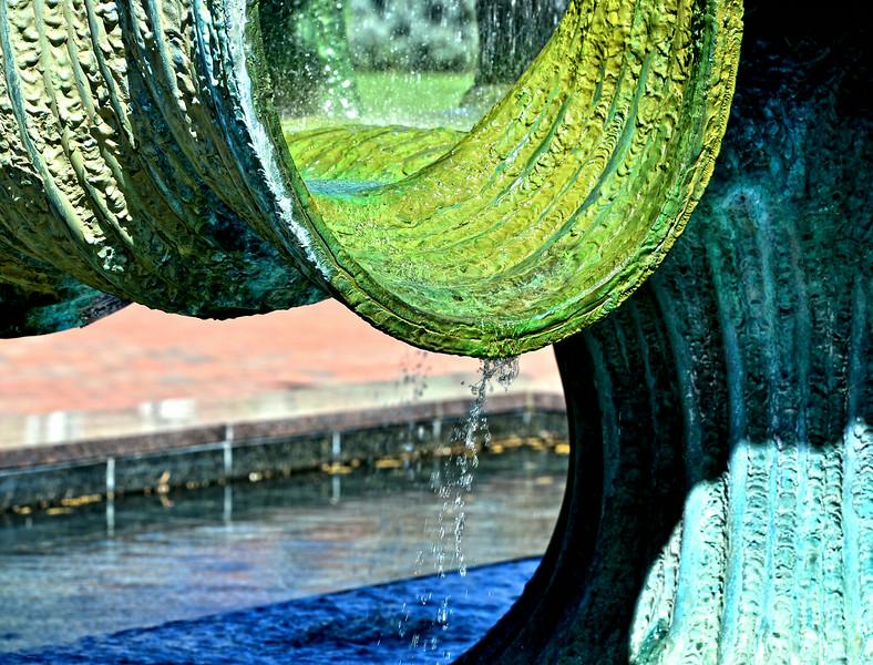 fountain4443.jpg